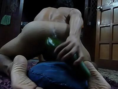 Vídeos Gratis Gay jugando con el pepino