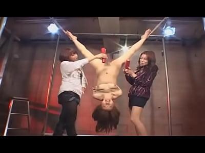 逆さ吊りにして蝋燭責めマンコに腕を突っ込むハード調教