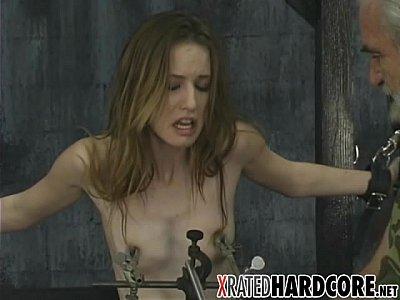 nudiste sexy torture de seins