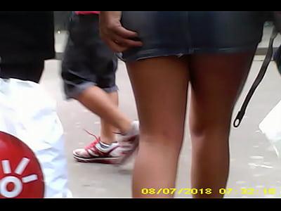 Espiando Chicas culona en minifalda