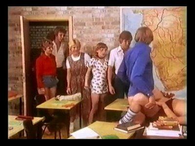 Escena retro: Girl scout teniendo sexo - Elbipi