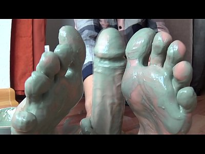Amateur Masturbation video: Camilla Moon - My really dirty feet-talk and feetjob closeup!!!