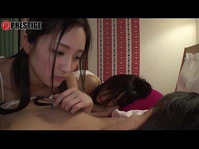 彼女が寝ている隣で彼氏を寝取ってしまう変態激かわ美女。
