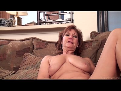 Solo Milf Mature vid: Mature mom Brook playing with her shaved pussy