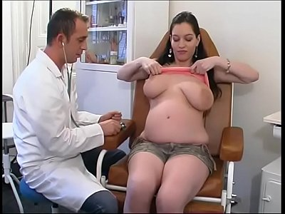 Sex Fetish Handjob video: Perverse gynaecologist tastes the patient's pussy