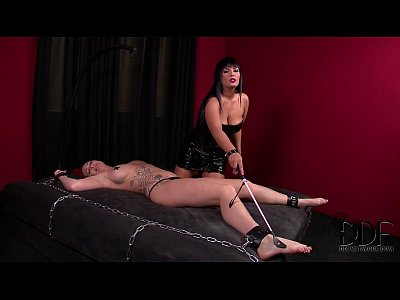 Kinky mistress black punishes slavegirl paige s snatch and ass