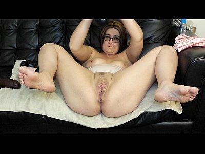 Amateur Toys Glasses video: Milf fucks pussy with huge brutal dildos