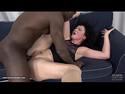 Interracial Hardcore xxx: Mature SQUIRTS and goes Crazy when fucked by black man with his big cock