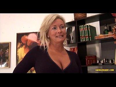 Handjob Milf Fuck video: A Horny Milf fuck a Porter!