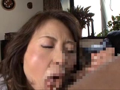 だいぶお年を召された熟女母ちゃんが息子のチンコペロペロ近親相姦SEX