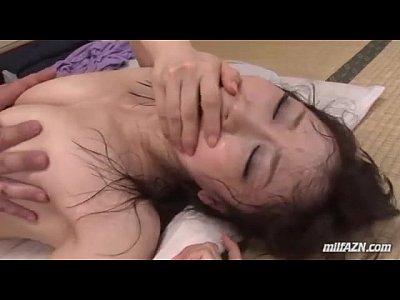 絶倫自慢な夫との夜の営みで膣内射精エッチする美人妻
