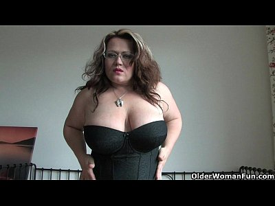 Stockings Solo Milf video: Chubby milf in stockings rubs one out