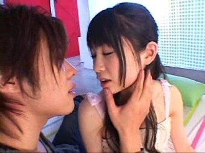 乳首を執拗に責められる黒髪美女、水玉レモン。この童顔にこの巨乳は反則。