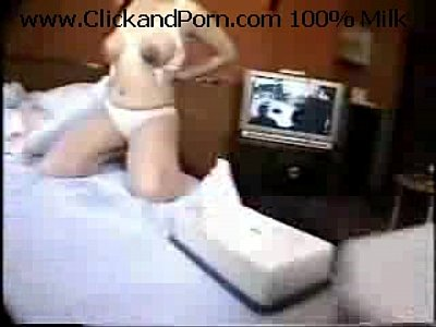 巨乳輪になったいかにも妊婦な女性の黒乳輪が卑猥すぎる!