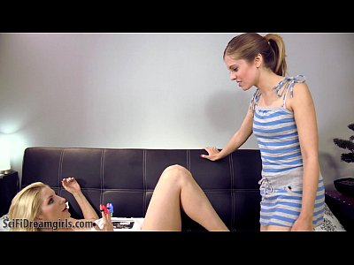 Lesbian Mommy Daughter vid: My Mommy Is A Robot