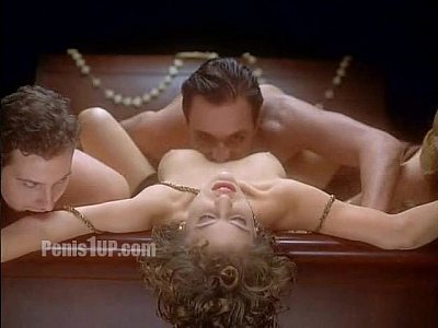 Amanda peet naked free videos
