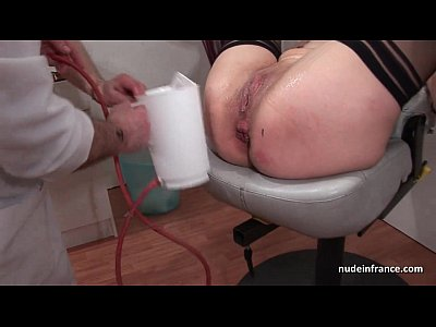 Free lesbian insertion porn clips