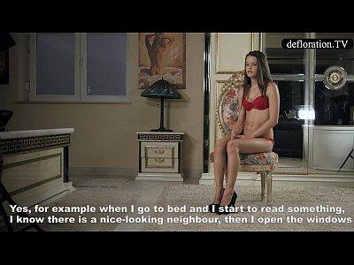 Defloration - Mirella Parla Della Verginità E Gioca Con La Sua Figa
