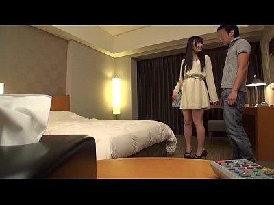 可愛い顔してマン毛ボウボウな美女がヤリチンとホテルでハメ撮りセックス