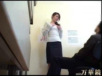 万引きしたド素人な人妻さんを事務所に引っ張り込んでエッチな体で償ってもらいます!