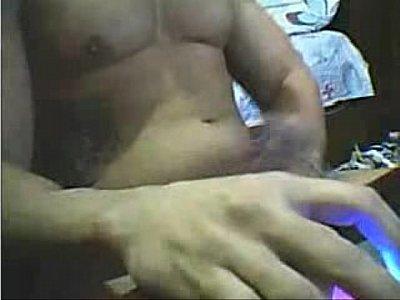Bonitão batendo uma na cam
