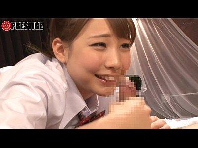 ローションを使った手コキがエロすぎる制服姿の童顔美女。