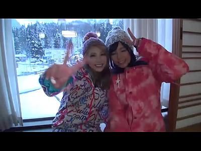 新潟県のスキー場で素人ギャル2人組ナンパ成功!旅館でエッチ