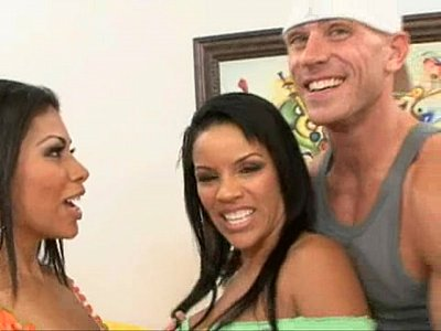 Threesome cu 2 latine