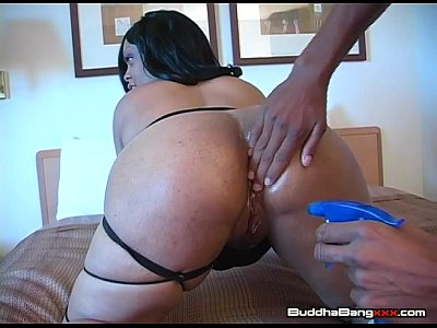 Ravin Riches Takes Huge Cock!