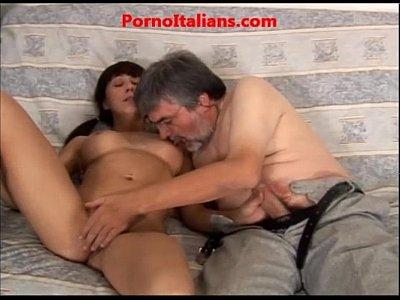 Camara Bajo Faldas Young italian girl loves cock mature ragazza giovane italiana ama cazzo maturo