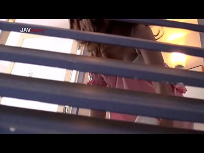 Dカップの素人女性の盗撮無料H動画。の生着替えをこっそり盗撮 Dカップおっぱいプルンプルン