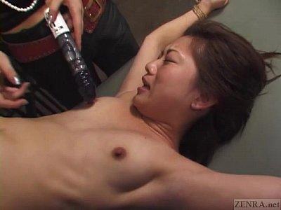 エックス!捕まえた女スパイを逆さ吊りにしバイブで拷問するレズ工作員二人