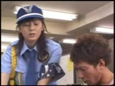 【麻美ゆま】女性警備員の巨乳揉み手マンフェラの69から騎乗位、顔射