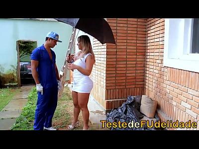 Brasil Bunda Cavala vid: Loira cavala pagando boquete pro pedreiro