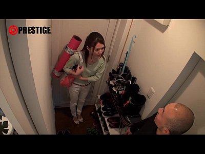 ミニスカ美脚ギャルを自宅ハメ撮り!出張で家を訪れた超美人なヨガの先生を無理やり押し倒してレイプ