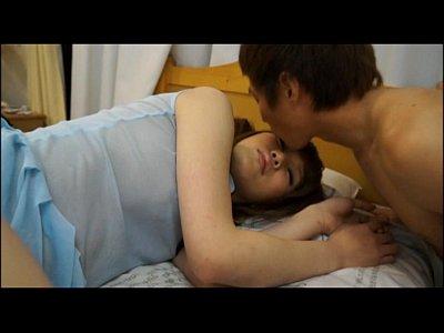 女子校生の妹がセクシーランジェリーで爆睡していたのでチンポを口に入れてあげた件!
