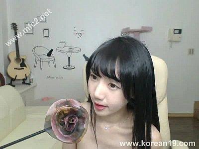 これは、かわいい!韓国の巨乳美女のエロライブチャット!このおっぱいが見えるのか!?
