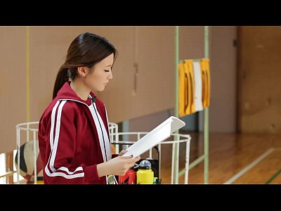 バスケの女子マネージャーは男子のおちんちんの世話もします!体育館でおちんちんを!