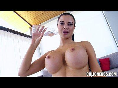 Babe has Super set of Tits