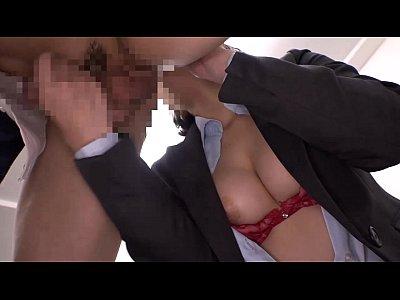 目立たない巨乳OLは実はド淫乱な痴女だった!オフィスの中でチ●ポを求めてくる!