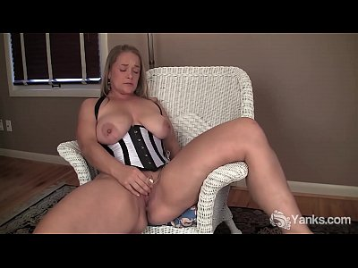Blondes Masturbation xxx: Chesty Yanks MILF Nixie Live Plays With Her Bullet