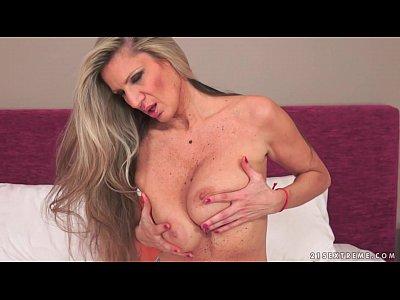 Bigdick Bigtits Blowjob video: Busty Granny loud orgasms
