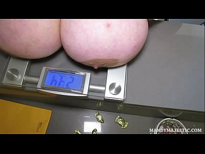 Fun Bbws Themselves video: Sexy BBWS Have Fun Weighing Themselves