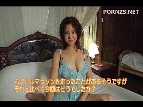 【】巨乳の少女が、タイ式マッサージでのたうちまわり花びらのお風呂に入っ...