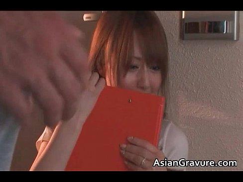 【吉沢明歩】エッチなギャルが熟練のテクを駆使してフェラ&手コキで陵辱し...