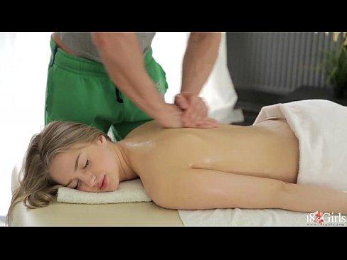 массажист трахает парня онлайн