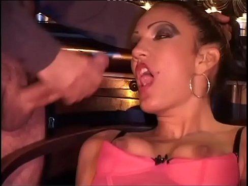 Puta Safada Arregaçando Buceta