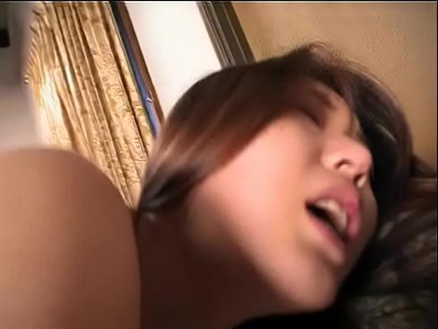 スレンダー巨乳な美人のマ○コを犯しまくってザーメンを乳首にぶっかける!...