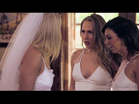 Две подружки лесбиянки всё таки совратили несчастную невесту