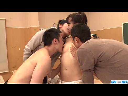 Petite doll Yui Oba shared in amazing gangbang show